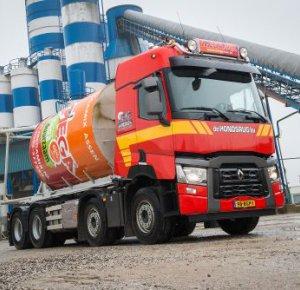 De Hondsrug B.V. neemt Renault Trucks C 430 8x4 in gebruik.