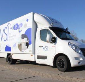Van Dijk Trucks levert nieuwe Renault bedrijfswagen aan VSI.