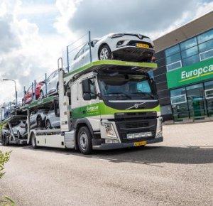 Volvo FM autotransporter voor Europcar.