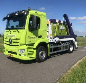 Gouwenberg Containerservice verwelkomt eerste nieuwe Mercedes-Benz truck.
