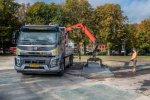 Volvo FMX met bijzondere afstandsbediening voor Roos Kunststof Rijplaten Verhuur.
